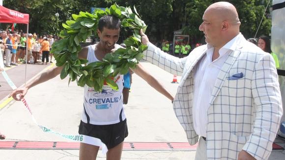 Финален спринт определи шампиона в първия маратон на Стара Загора, Мирчева спечели полумаратона
