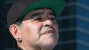 Марадона е готов да води Аржентина без пари