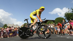 Лидерът Фруум катастрофира, завърши етапа с колелото на съотборник