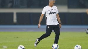 Моуриньо се оплаква от терена за дербито със Сити