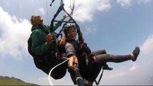 Сани Жекова скача от високи скали и лети с парапланер