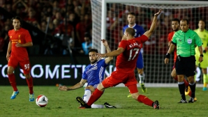 Фабрегас се извини на Клаван за грубото си влизане