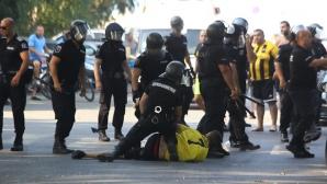 Меле между фенове на Ботев Пд и полицията в Бургас (видео+снимки)