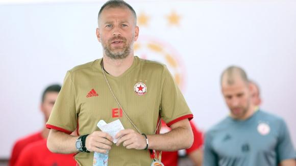 Йорданеску призна, че преговарял с ЦСКА-София от месец и обяви: 30 играчи в първия тим са много
