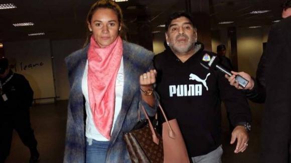 Скандал с Марадона в Аржентина! Не го пуснаха да излети