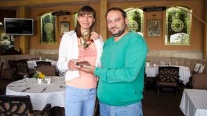 Златна роза за рождения ден на Мирела Демирева от президента на СКЛА Берое