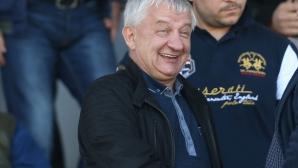Крушарски развързва кесията при нова победа