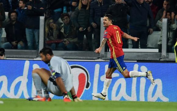 Испания изтърва Италия, Буфон пусна комичен гол (видео)