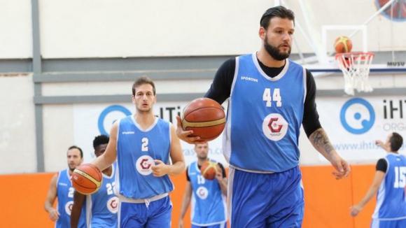 Деян Иванов c 18 точки при загуба на Газиантеп в Турция, успех за тима на Павел Маринов в Румъния