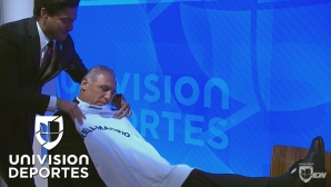 Какво прави Стоичков, когато получи фланелка на Реал Мадрид? (видео)