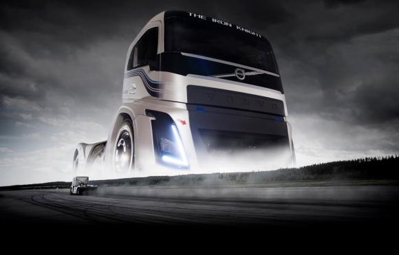 Какво е да се возиш в най-бързия камион в света? (Видео)
