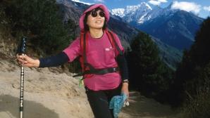 На 77-годишна възраст почина първата жена, която е изкачила Еверест