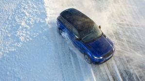 Jaguar Land Rover открива академия за шофиране на лед