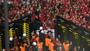 Хаос в Дортмунд - има ранени полицаи