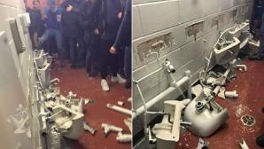 """Феновете на Сити си изкараха яда от загубата върху тоалетните на """"Олд Трафорд"""""""