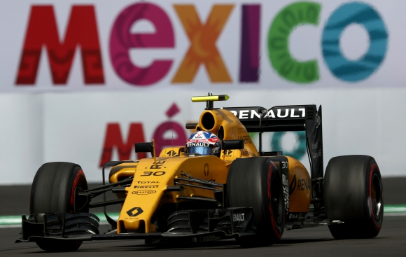 """""""От питлейна"""": Рено направиха 70 обиколки с един комплект гуми в Мексико"""