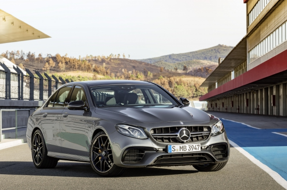 Това е най-мощната E-класа на Mercedes за всички времена!