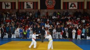 Локо Сф с 11 титли на Коледния турнир по джудо в Надежда