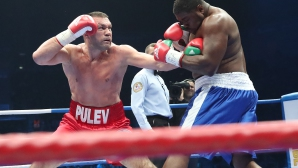 """Нигерийския кошмар издържа 3 рунда! Кобрата спечели пояса в """"Арена Армеец"""" и посегна към световната титла!"""