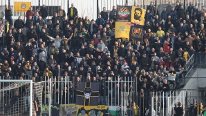 """Феновете на Ботев """"атакуват"""" стадиона въпреки забраната"""