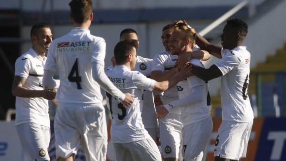 Домо и Хичо носят победа на Славия срещу последния (видео+галерия)