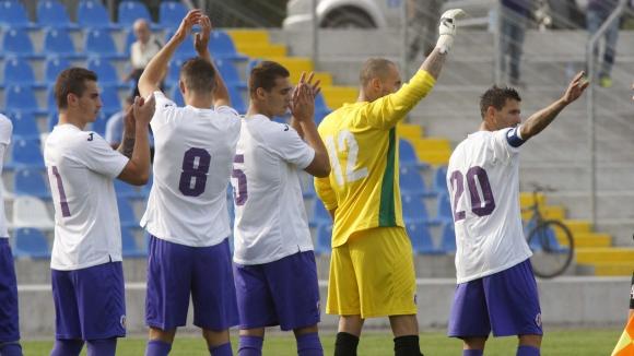 """Драма в Етър: Футболистите на """"виолетовите"""" със сериозни заплахи"""
