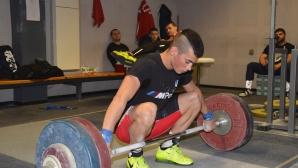 Злато, рекорд и общо пет медала за България в първия ден на ЕП по вдигане на тежести до 20 и до 23 години