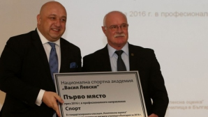 """Министър Кралев награди НСА за университет №1 в направление """"Спорт"""""""