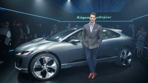 Топ модел се оказа огромен автомобилен ентусиаст (Видео)