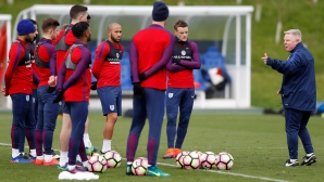 Един от треньорите на Англия си тръгна