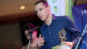Антъни Иванов 15-и в света с рекорд на 200 метра бътерфлай