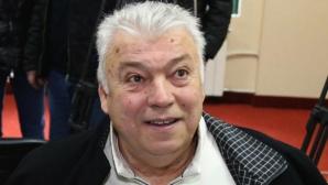 "Христо Бонев зарадва с 50 кашона с лакомства децата пациенти в УМБАЛ ""Свети Георги"""