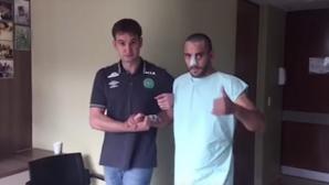 Един от оцелелите футболисти на Чапе проходи, благодари за подкрепата (видео)