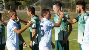 Скаути на Фенербахче следят играчи от Втора лига