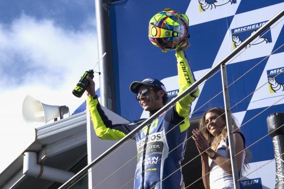 """""""От питлейна"""": Валентино Роси опасно близо до Ф1 преди години"""