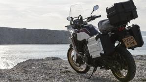 Мотоциклетът за непокорните духом вечни пътешественици (Снимки)