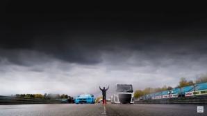 Два шведски титана се изправиха един срещу друг на пистата (Видео)