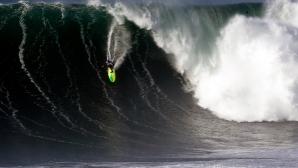 Австралиец покори големите вълни в Назаре