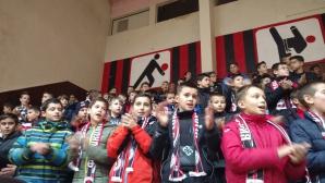 Школата на Локо (София) изпрати годината с коледно тържество, едно дете ще тренира с Милан