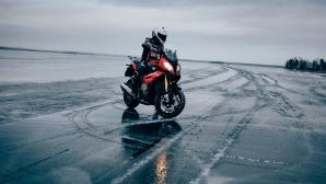 BMW Motorrad отидоха за лед с Робърт Гъл (Видео)