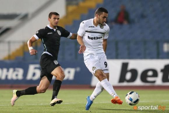 Тарханов няма да взима играч на Славия в Урал