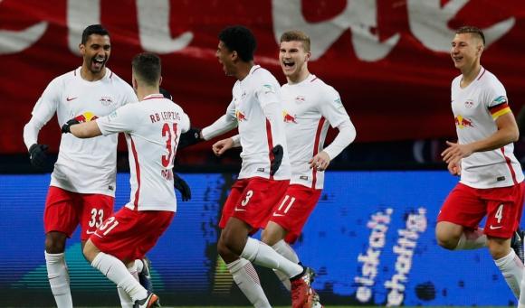 Лайпциг не е спал през паузата - гонитбата с Байерн продължава (видео)