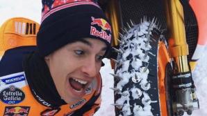 Марк Маркес не оставя мотора си и на ски пистата (Видео)