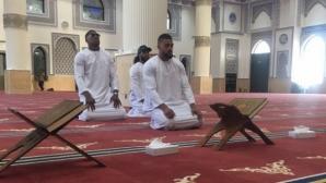 Антъни Джошуа разбуни духовете със снимка, на която се моли в джамия