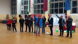 Дете от школата на Локо (София) излиза на терена с едни от звездите на италианския футбол
