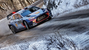 Нювил се възползва от проблеми на конкуренцията на рали Монте Карло