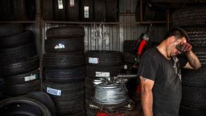 """""""В гаража"""": Къде ви е резервната гума, господине?"""
