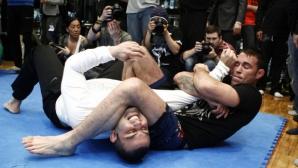 Как ММА шампионът Джейк Шийлдс спаси човек от яростна тълпа