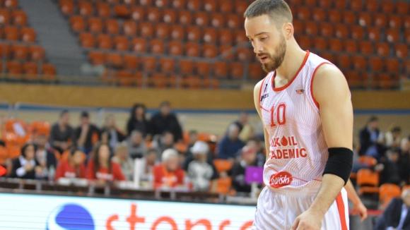 Лукойл пусна само 44 точки за място на полуфинал