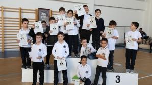 """Учениците в """"Камчия"""" почетоха паметта на Апостола със състезание по Лъвски скок"""